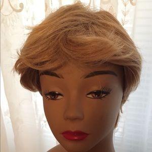 Brownish blonde wig